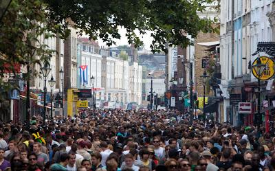 Il carnevale a Londra: Carnevale di Notting Hill in Agosto, Tante persone e divertimento per famiglie