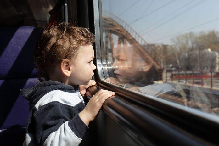 bambini in treno