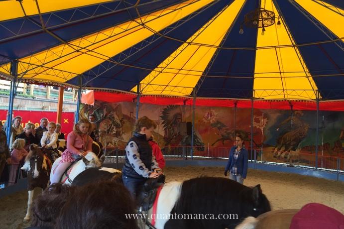 oktoberfest-bambini-a-cavallo