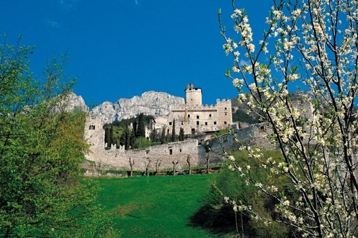 In gita nei castelli delle fiabe - Finestre castelli medievali ...