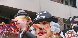 carnevale a colonia - maschere sui carelli