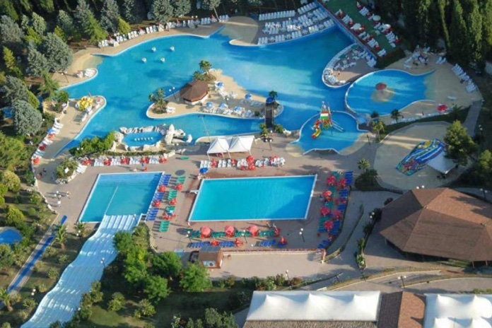 Parchi di divertimento nelle marche - Villaggi in montagna con piscina ...