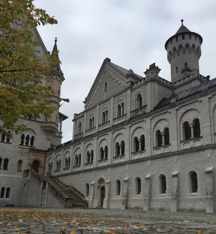 castello-neuschwanstein-cortile