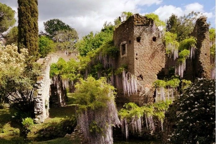 sermoneta ed il giardino di ninfa nel lazio