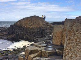 Irlanda con Bambini - giants causeway - i pilastri di basalto in vista panoramica - Quantomanca.com