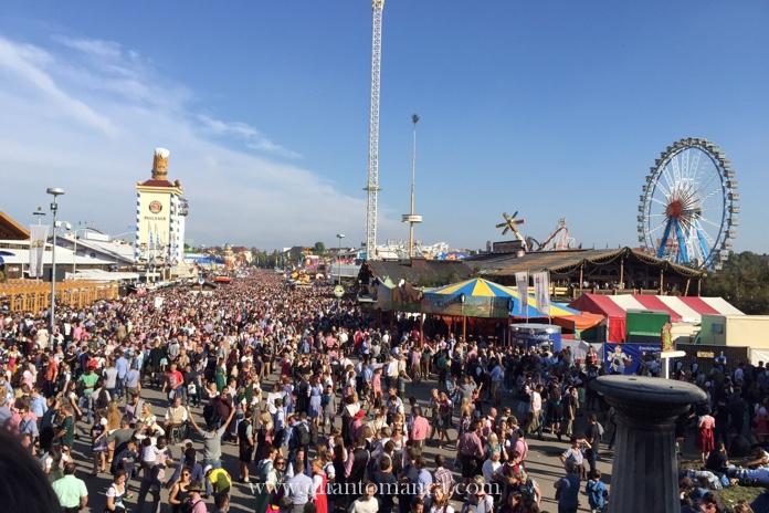 Oktoberfest a Monaco di Baviera con la famiglia: qui si vede la Theresienwiese