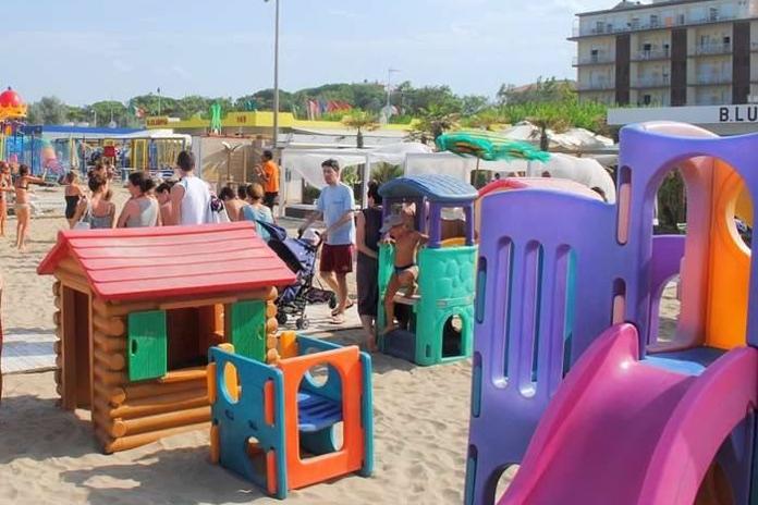 spiaggia-giochi-bambini
