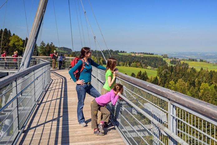 4a2b50134d Per i bambini il parco offre anche un'area-giochi costruita esclusivamente  in legno, percorsi nella natura e un sentiero barefoot, per ritrovare il  piacere ...