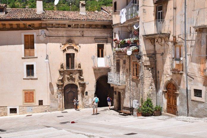 Italia - vacanze con Bambini - i vicoli e piazze di Scanno (Abruzzo) - Quantomanca.com
